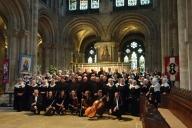 Koorreis Engeland - Groepsfoto Romsey Abbey - Romsey